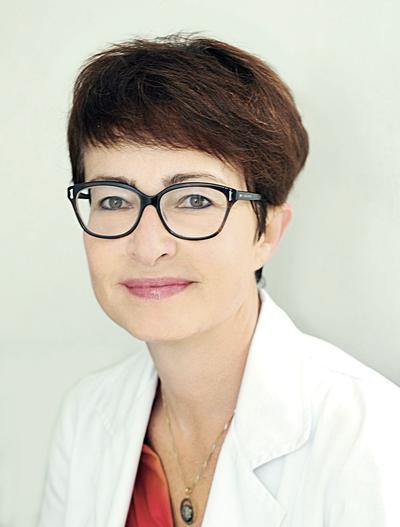 Prof. dr hab. n. med. Ewa Lewicka jest specjalistą chorób wewnętrznych i kardiologii.