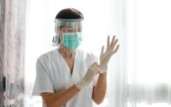 NIPiP: Liczba zatrudnionych pielęgniarek i położnych zmniejszy się do 2030 r. o 36,3 tys.