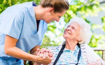 Wyzwania demograficzne i organizacyjne opieki senioralnej