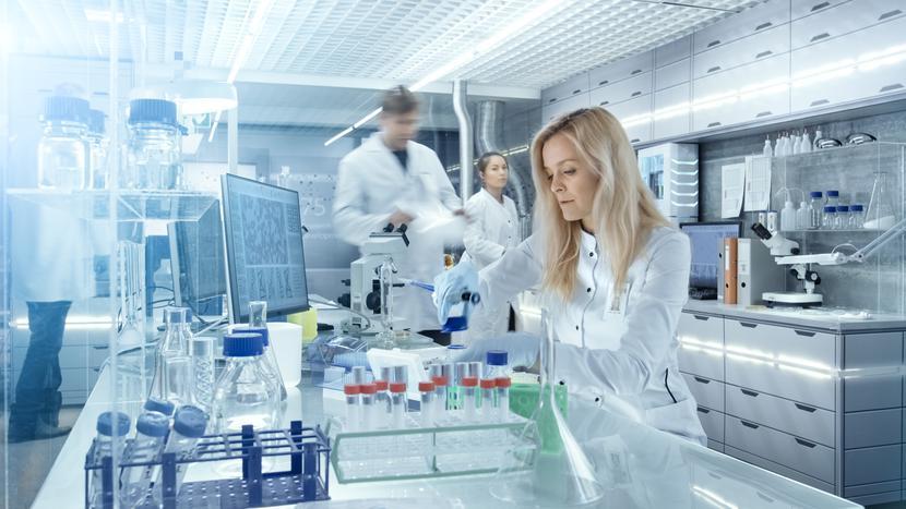 praca laboratorium badania innowacje technologia