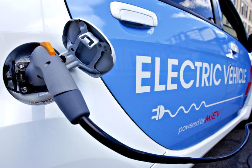 auto elektryczne samochód elektryczny samochod  ładowanie ladowanie ładowarka ladowarka elektryk
