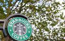Starbucks więcej zarabia i płaci mniejszy podatek