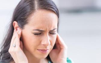 Zaburzenia słuchu czynnikiem ryzyka otępienia