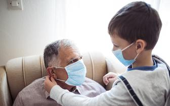 Automatyczna kwarantanna dla współdomowników osób zakażonych koronawirusem, z wyjątkiem medyków