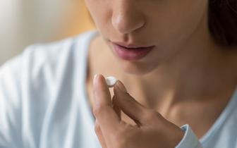 Lek antydepresyjny może zapobiegać ciężkiemu przebiegowi COVID-19 [BADANIA]