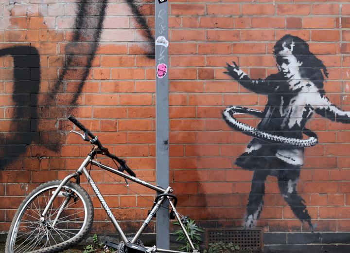 Mural Banksy'ego sprzedany zaminimum 100 tys. GBP