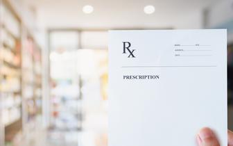 MZ przypomina, jakie recepty mogą wystawiać farmaceuci. To leki gotowe o kategorii Rp