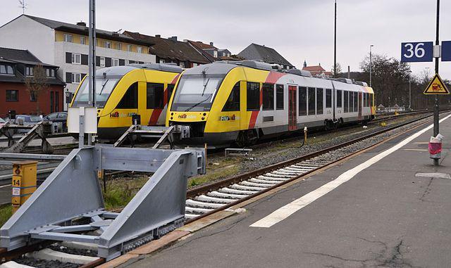 Alstom LHB Coradia LINT na głównym dworcu kolejowym w Fuldzie w Niemczech.