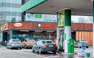 Sklepy rozpychają się na stacjach paliw