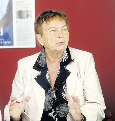Prof. dr hab. n. med. Danuta Ryglewicz jest specjalistą neurologiem, pracownikiem Instytutu Psychiatrii i Neurologii w Warszawie