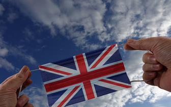 """W. Brytania: spadek liczby zakażeń po zniesieniu obostrzeń zastanawia ekspertów. """"Przyczyn może być kilka"""""""
