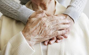 Długi COVID u seniora. W Poznaniu wystartował pilotaż opieki geriatrycznej dla pacjentów z tym schorzeniem