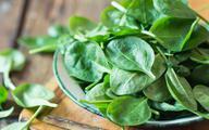 Jedzenie zielonych warzyw liściastych zmniejsza ryzyko zachorowania na zwyrodnienie plamki żółtej