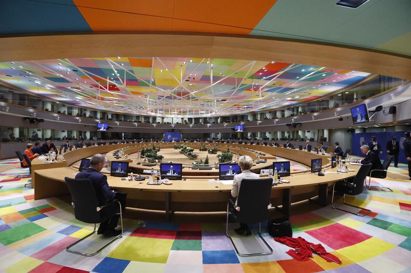 Rada Europejska osiągnęła powszechnie oczekiwany, bardzo trudny prawnie i politycznie kompromis budżetowy.