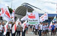 """""""Solidarność"""" gra na dwa fronty"""