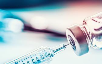 W aptekach dostępna jest jedna szczepionka na grypę - Vaxigrip Tetra. Kolejne pojawią się wkrótce