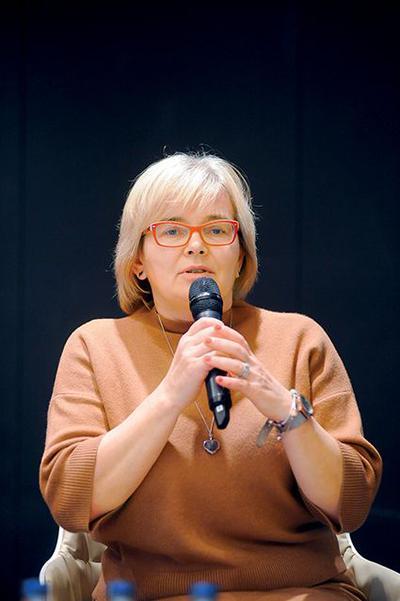 Dr hab. Ewa Augustynowicz:Sondaż CBOS faktycznie ilustruje wzrost akceptacji szczepień.