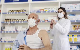 Szczepienie grypy w aptekach: Są dwie opcje: samo zaszczepienie lub  kwalifikacja i szczepienie