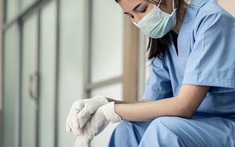 Chętnych na studia pielęgniarskie nie brakuje, ale absolwentki wolą pracę w firmach medycznych, a nie w szpitalach