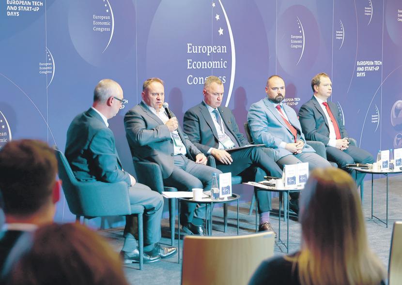 KONKURENCYJNE I INNOWACYJNE: Polskie porty rozwijają się w niespotykanym wcześniej tempie. Dzięki potężnym inwestycjom w infrastrukturę i stałemu zwiększaniu potencjału przeładunkowego stają się coraz poważniejszą konkurencją dla największych portów północno-zachodniej Europy.