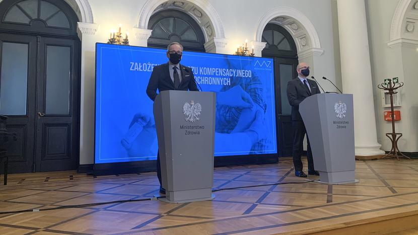 Minister zdrowia Adam Niedzielski i Bartłomiej Chmielowiec, rzecznik praw pacjenta