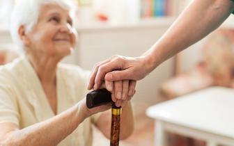Dr Krzysztof Czarnobilski: Izolacja może u seniorów zwiększyć poczucie lęku
