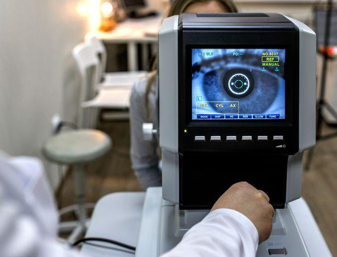 Obowiązek posiadania skierowania do okulisty i dermatologa został wprowadzony po to, by te kolejki do specjalistów skrócić