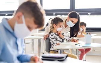Rozpoczynają się testy nauczycieli na obecność koronawirusa SARS-CoV-2