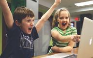 Komputer dla dziecka pod choinkę? MZ ostrzega