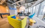 Facebook zatrudni 10 tys. osób