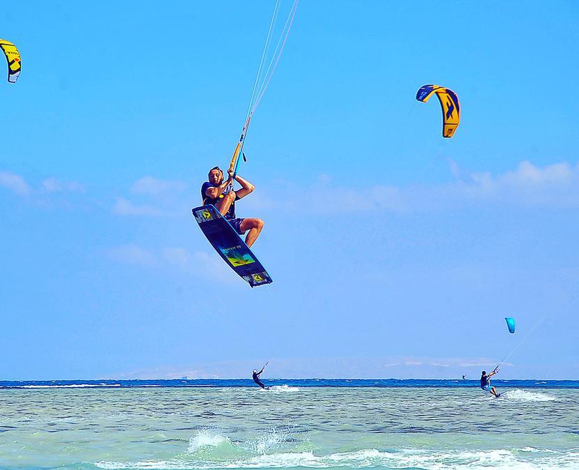 Kitesurfing: