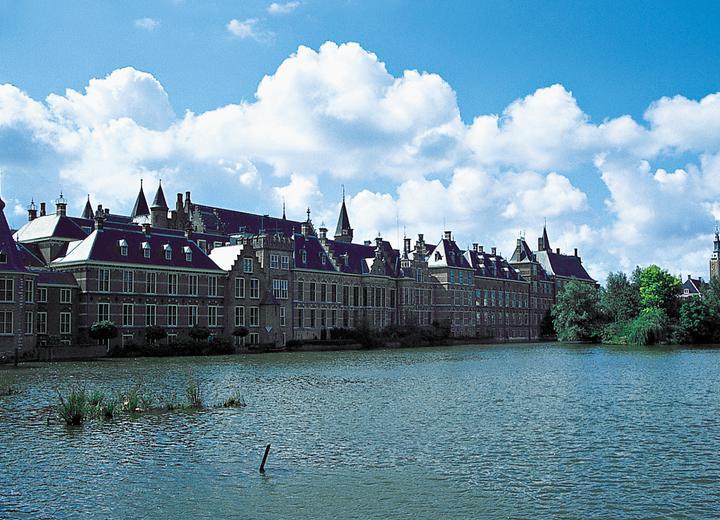 Holandia zwróci dobra zagrabione koloniom
