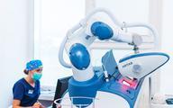 Robot przeszczepia włosy