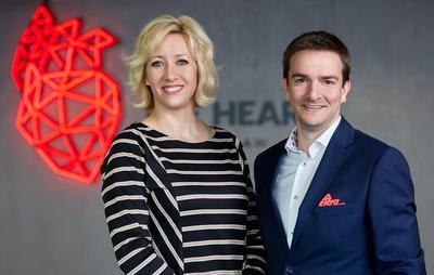 Patrycja Piekutowska, prezes Fundacji K.I.D.S. oraz Tomasz Rudolf, CEO The Heart i pomysłodawca fundacji