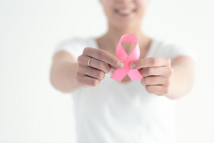 U kobiet będących nosicielkami patogennych mutacji genów BRCA1, BRCA2 ryzyko zachorowania na raka piersi szacuje się na 50-70 proc.