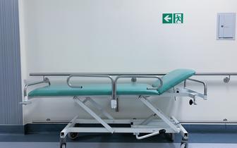 Rozrasta się mapa zamykanych oddziałów w szpitalach. Medycy proszą o zgłoszenia
