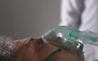 """Prof. Czuczwar: nie wszyscy medycy są przekonani do szczepień. """"Olbrzymi problem dla naszych środowisk"""""""