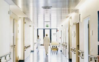 Szpital w Bielsku-Białej apeluje do personelu o zaszczepienie się przeciw COVID-19 i ostrzega przed finansowo-prawnymi konsekwencjami