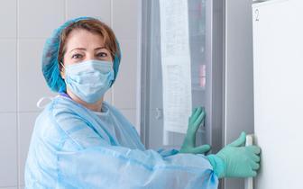 NRL: personel medyczny może się szczepić przeciw COVID-19 w dowolnym terminie i punkcie