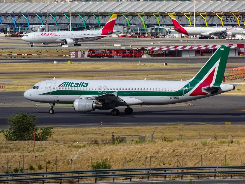 Jeden z samolotów linii lotniczych Alitalia