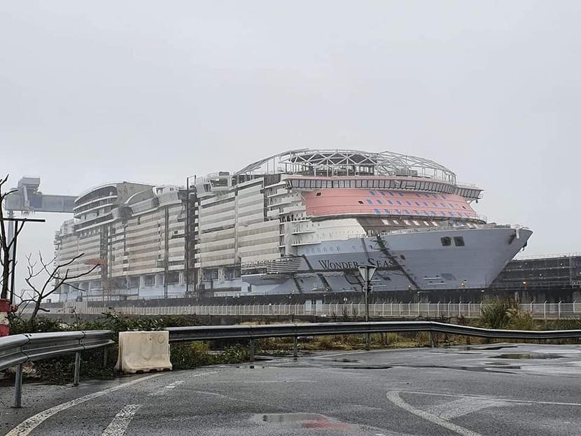 Statek wycieczkowy Wonder of the Seas w trakcie budowy, sierpień 2020 r.