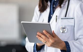 Centrum e-Zdrowia: e-skierowanie na szczepienie przeciw COVID-19 nie ma kodu