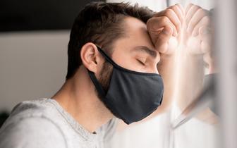 MZ: od 27 lutego zakaz zasłaniania nosa i twarzy z wykorzystaniem przyłbic czy szalików