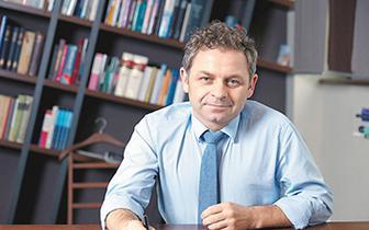 Prof. Piotr Gałecki: Redukcja szkód to jeden z etapów terapii uzależnień