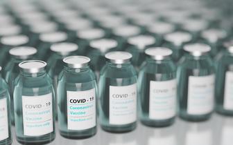 Zespół PAN: trzeba pilnie rozważyć wprowadzenie obowiązkowych szczepień przeciwko COVID-19 dla wybranych grup