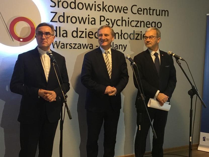 Od lewejks. prof. dr hab. Stanisław Dziekoński, rektor UKSW; wiceminister zdrowia Zbigniew Król i Jerzy Kwieciński, ministerinwestycji i rozwoju