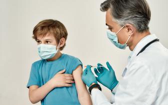 Szczepienie przeciwko COVID-19 osób niepełnoletnich będzie przedmiotem obrad rady medycznej