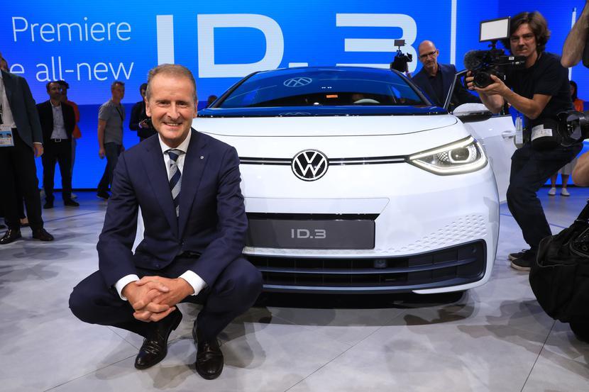 Herbert Diess, prezes koncernu Volkswagen, podczas prezentacji modelu elektrycznego auta ID.3