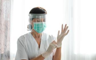 Trzecia dawka dla medyków? Dr Chudzik: to też grupa z obniżoną odpornością