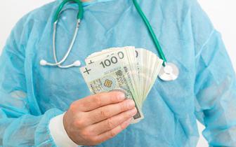 Problemy z wypłatą dodatku covidowego dla lekarzy - OZZL wnioskuje do ministra zdrowia o pilne spotkanie